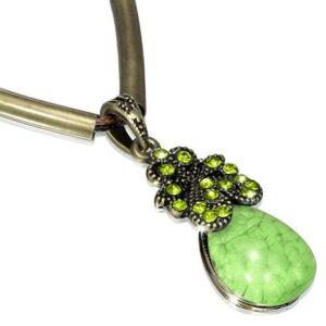 Smaragd zöld csepp alakú kristállyal ékesített  nyaklánc