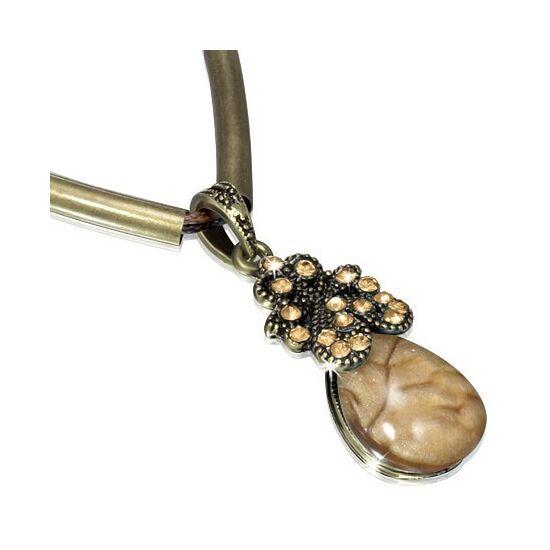 Csepp alakú kristállyal ékesített barna színű nyaklánc
