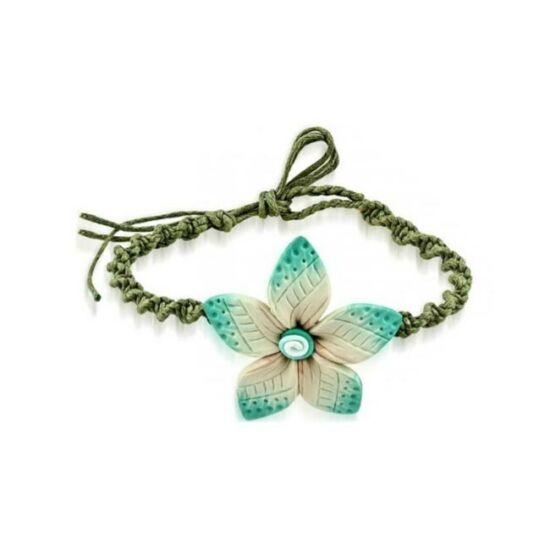 Fonott bizsu karkötő virágos medállal