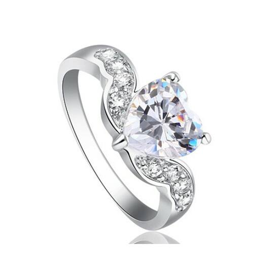 Swarovski kristályos gyűrű 194
