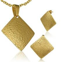 Arany színű, négyzet alakú nemesacél medál és fülbevaló szett