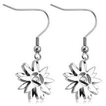 Ezüst színű, virág alakú nemesacél fülbevaló, cirkónia kristállyal
