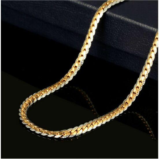 Arany és ezüst  színű, lapos, nemesacél nyaklánc