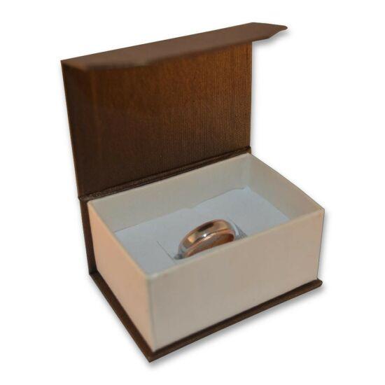 Barna színű, mágneses ékszertartó doboz