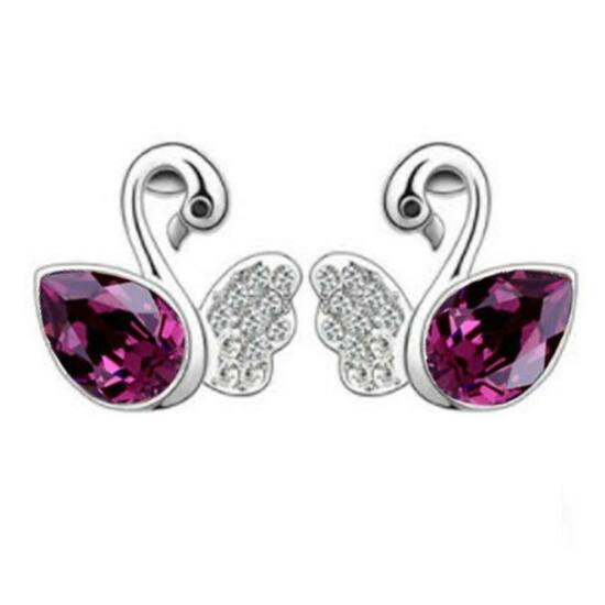 Hattyú alakú fülbevaló lila színű kristállyal