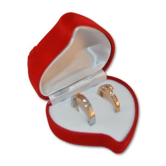 Piros színű, szív alakú ékszertartó doboz rózsa mintával