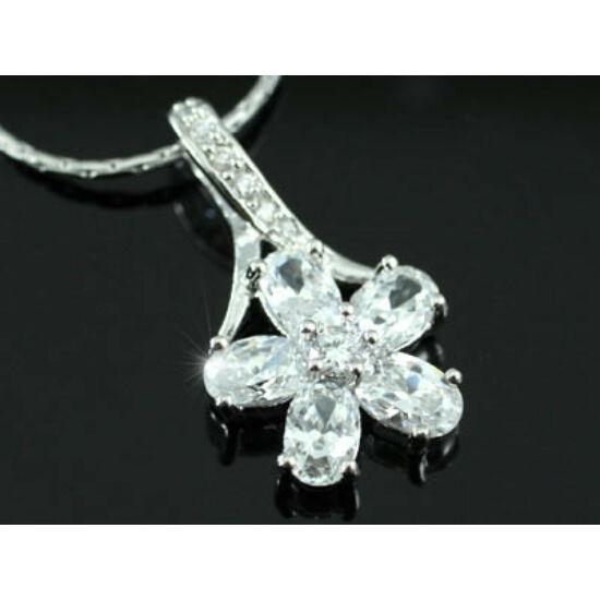 Swarovski kristályos nyaklánc kisvirág medállal