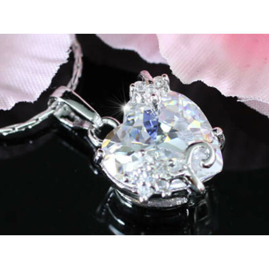 Swarovski kristályos nyaklánc szívalakú medál csillag díszítéssel