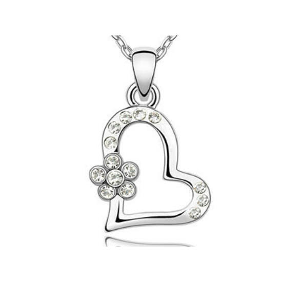 Swarovski kristályos nyaklánc szives kisvirág medállal